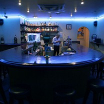 山下町のバー・クラブオビワンラッキーズプレイス