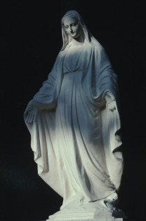 保土ヶ谷カトリック教会のキリスト像